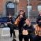 De Knækkede Blomsters Kor synger protestsange